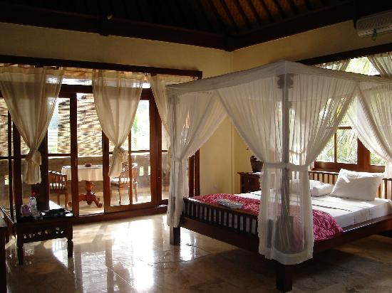 Pande Permai Bungalows: Zimmer