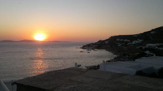 Mykonos Grand Hotel & Resort: Sunset from our balcony