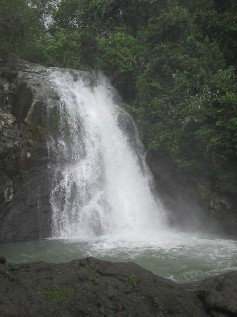Virac, Filipinas: the cascading maribina falls
