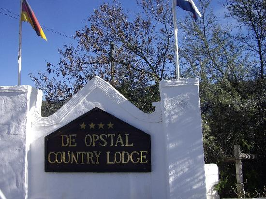 De Opstal Country Lodge: The sign/entrance