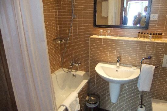 Fraser Residence Budapest: bathroom