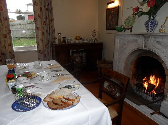 Milton House: breakfast by the fire