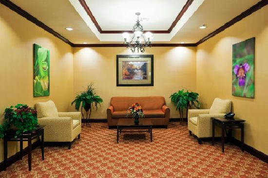 Holiday Inn Express - Hotel & Suites: Hotel Lobby