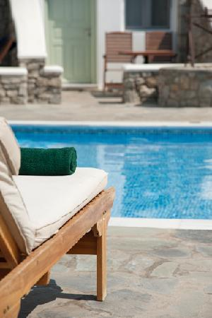Bellissimo Resort: pool lounger