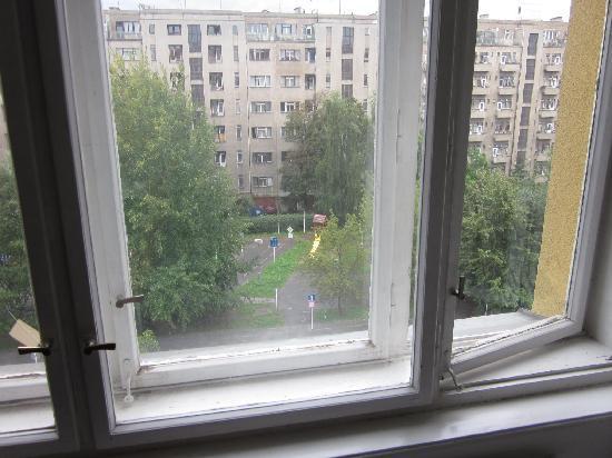Letna Hotel: Die Fenster waren schon etwas älter, haben aber trotzdem keine Kälte durchgelassen