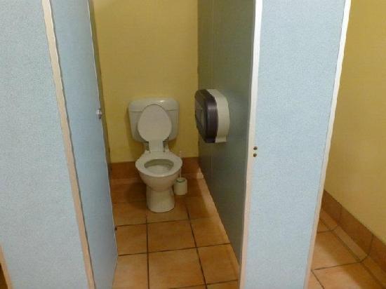 Papamoa Beach Resort: Toilet
