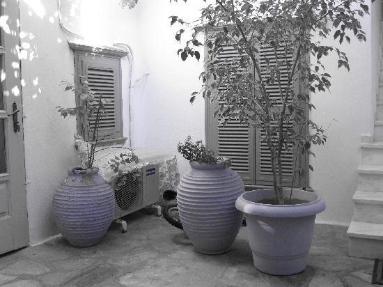 Pension Erofili - courtyard