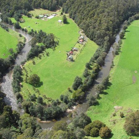 Tin Dragon Trail Cottages: On the banks of the Ringarooma River