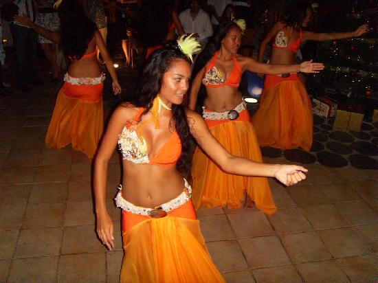 Bora Bora Pearl Beach Resort & Spa: Danses Polynésiennes à l'Hotel