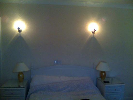 Wildings Hotel: Warm and inviting bedroom
