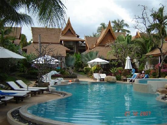 Thai House Beach Resort: Pool area at front of hotel