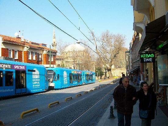 Istanbul Walk: TRAMWAY ET MOSQUEE
