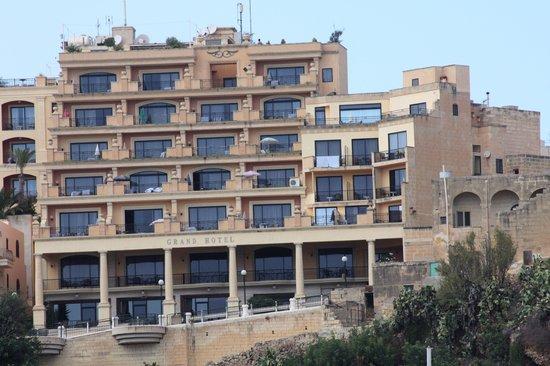 Grand Hotel Gozo: Grand Hotel Mgarr 4*: Pool auf der 4. Etage, Freiluft-Buffet auf der 8. Etage !