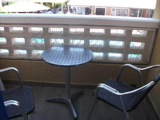 Damon Hotel Apartments: Balcony