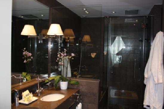 El Palace Hotel: Bathroom