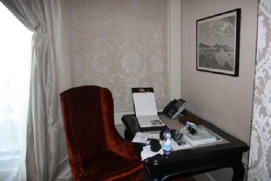 El Palace Hotel: room