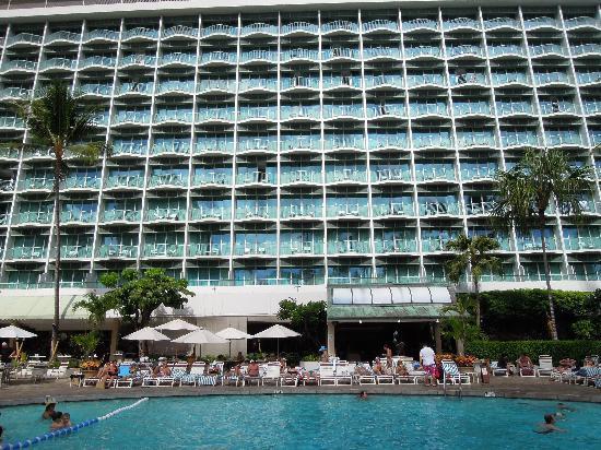 โรงแรมเชอราตันพริ๊นเซสไคอูลานี่: ホテルの外観とプール