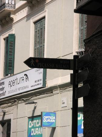 Museo Picasso Malaga: sign to show museum keep on walking