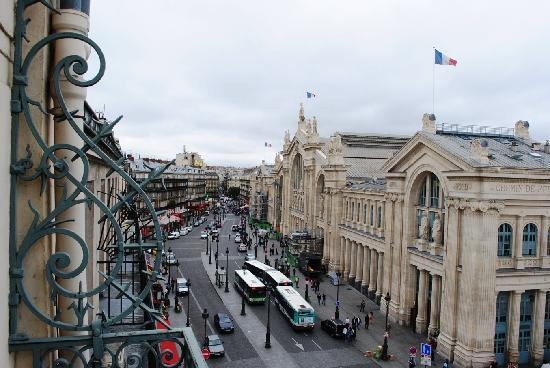 Hotel Richmond: Gare du Nord, viewed from the 5th floor balcony