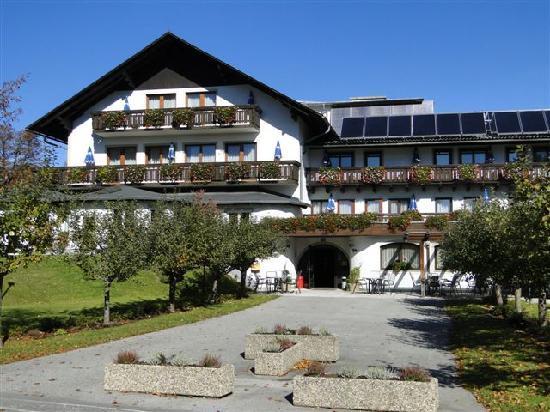 Semriach, Austria: ...der Trattnerhof im Herbst...