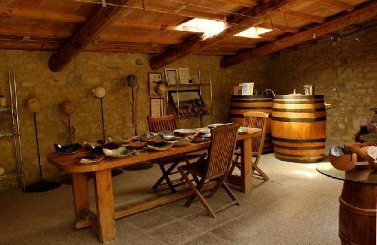 Az. Agricola Casina di Cornia: Ceramica e vino