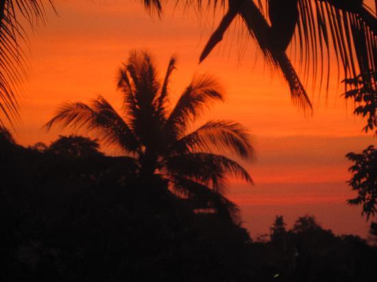 جي بي هات بانجالو: Sunset from our balcony
