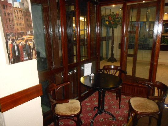 Ashley Hotel: hotel's bar on ground floor and reception area