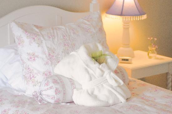 Crop-A-Doodle-Do: Comfortable rooms!