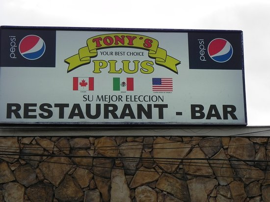 Tony's Restaurante Bar: Restaurant Front