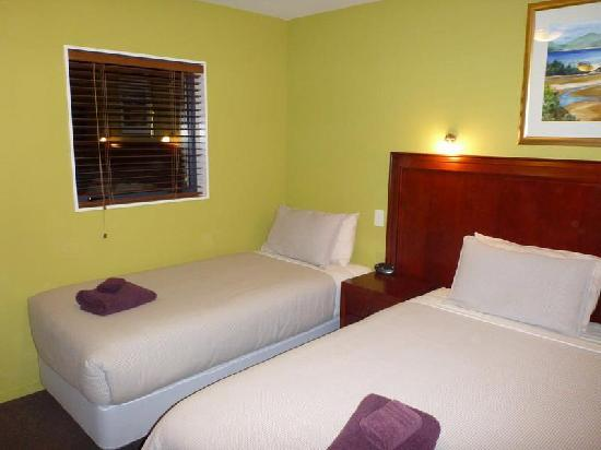 Quality Suites Kaikoura: 1 Queen and 1 Single Bed