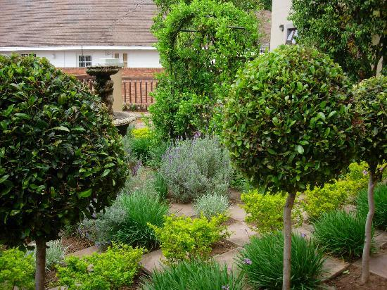 Mont D'or Bohemian House : Bohemian House garden