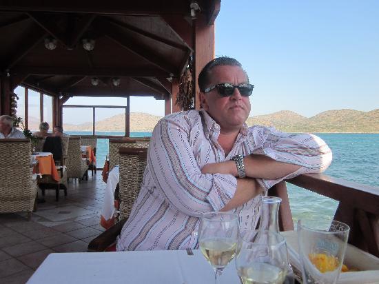 Akti Olous Hotel: breakfast at seaside