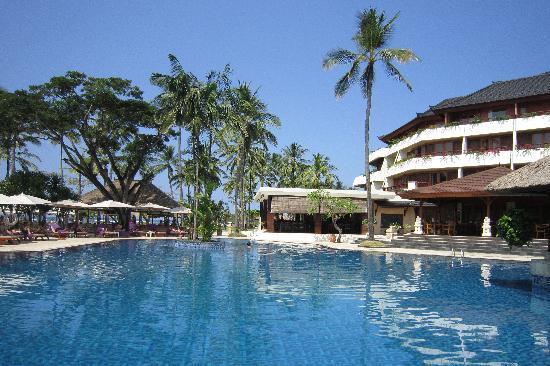 นูซา ดัว บีช โฮเต็ล แอนด์ สปา: La piscine