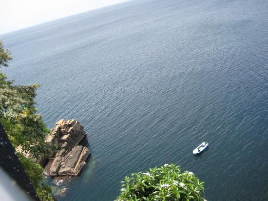 Pigeon Island Beach Resort: From Swamy Rock - Looking down into the blue sea
