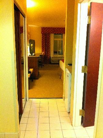 Holiday Inn Express - Sumter: Entryway into room