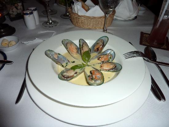 """La Grande Perle: The famous """"Mussels a la coriandre"""""""