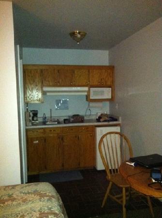 Cottonwood Inn : Kitchenette in room