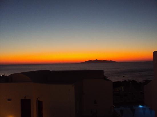 Epavlis Hotel: sunrise from hotel room