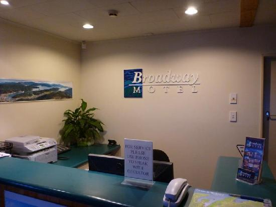 Broadway Motel: Front desk
