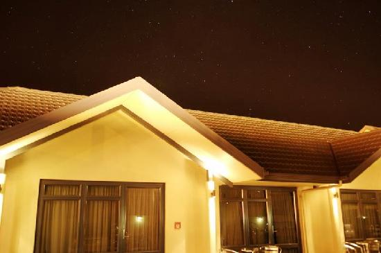 Southern Cross above Broadway Motel
