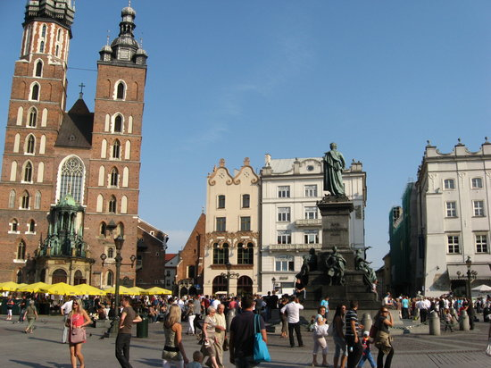 Krakow Trips by Paulo & Tom - Day Tours: Krakow Market Square (viev of St. Mary's Basilica and Adam Mickiewicz Monument)