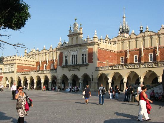 Krakow Trips by Paulo & Tom - Day Tours: The Renaissance Sukiennice (Cloth Hall, Drapers' Hall) in Krakow Market Square