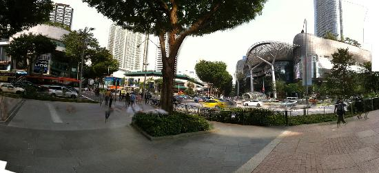 Hilton Singapore: Orchard and Scotts Road close to the hotel