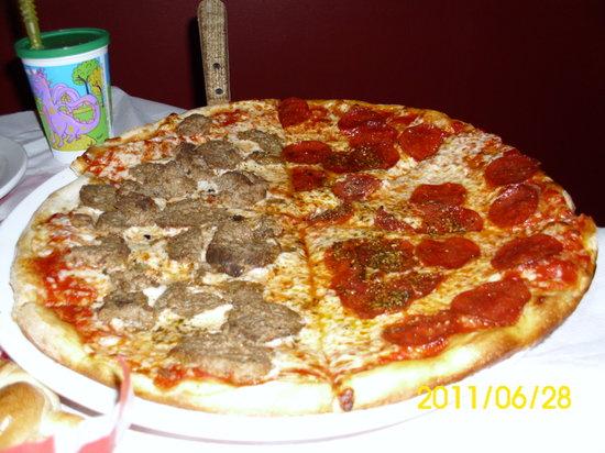 Vito's Italian Kitchen: Yummy pizza!