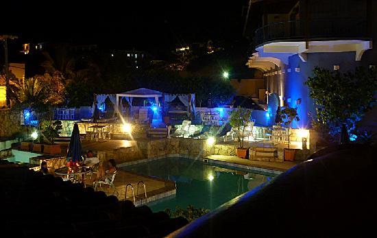 Coronado Beach Hotel: piscina del hotel