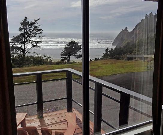 Agate Beach Motel Unit 2 Living Room Windwo View