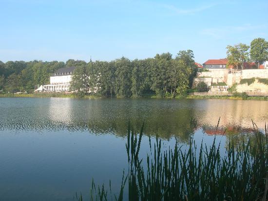 Haus Hufeland: Blick vom Hotel über den See zum Kurhaus