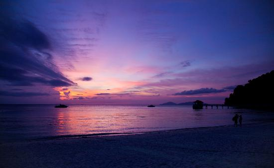 Pulau Lang Tengah, Malesia: sunset outside of this resort
