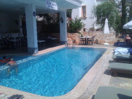 Korsan Apartments: Lower pool