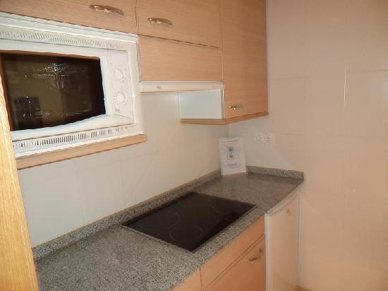 Compostela Suites Apartments : kitchen